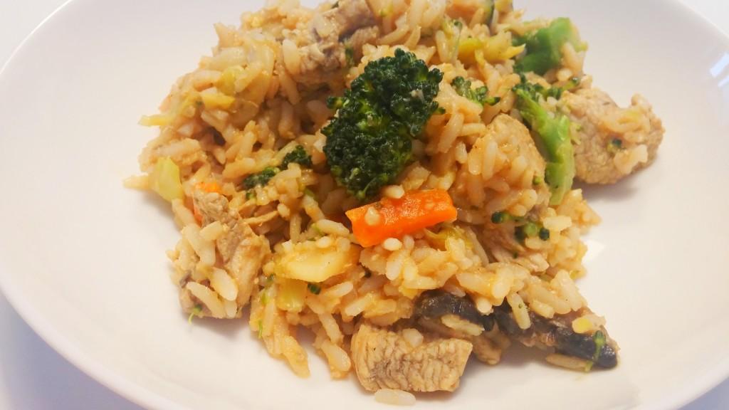 Risotto z brązowego ryżu w sosie pomidorowo-ziołowym