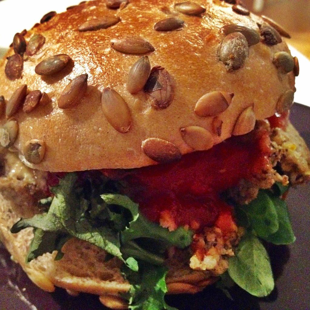 Kotlety z indyka i kaszy jaglanej – idealne do burgerów