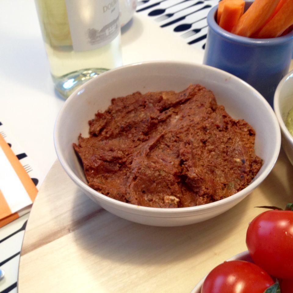 Pasta z suszonych pomidorów, oliwek i pestek dyni