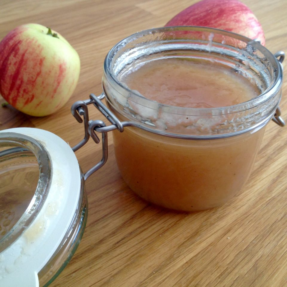Konfitura z jabłek z dodatkiem goździków i wanilii