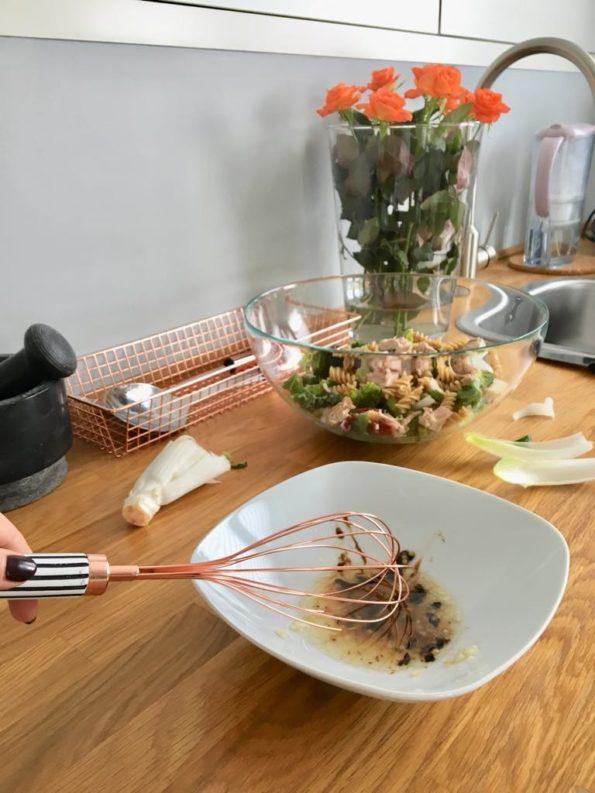 Zimowa sałatka z cykorią i jarmużem