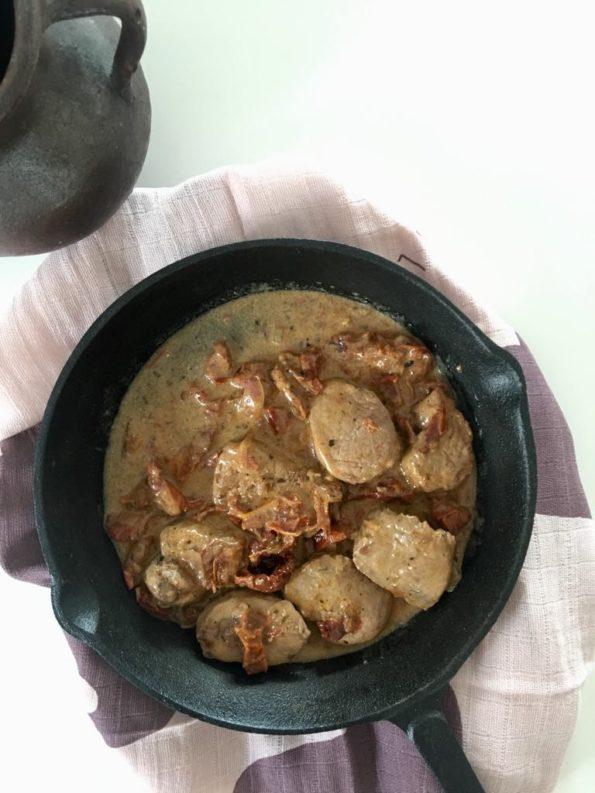 Polędwiczki wieprzowe w sosie z suszonymi pomidorami