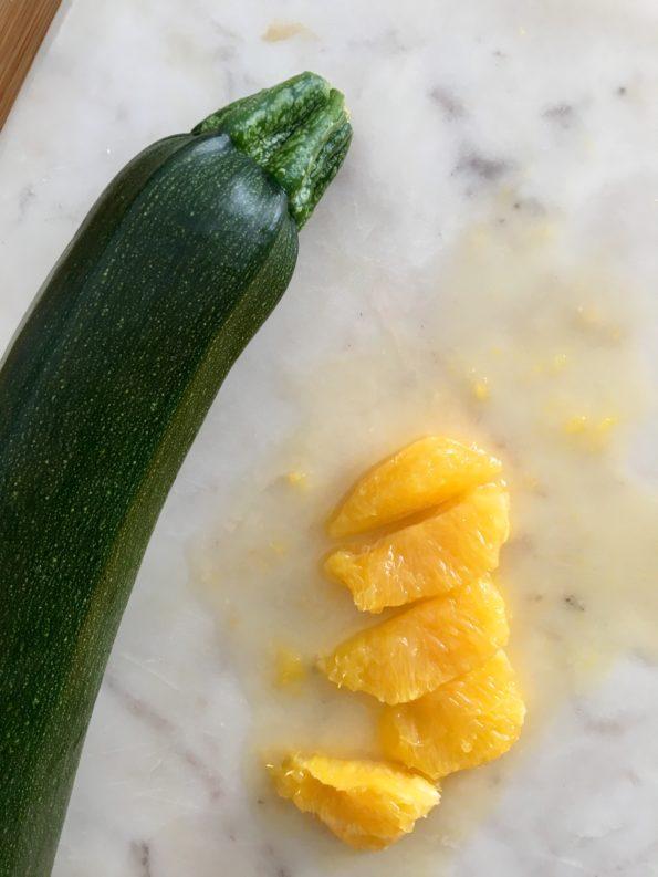 Sałatka z grillowaną cukinią i pomarańczą