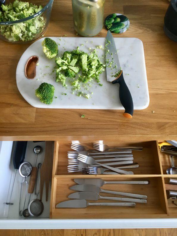 Surówka z brokuła i kalarepy na surowo