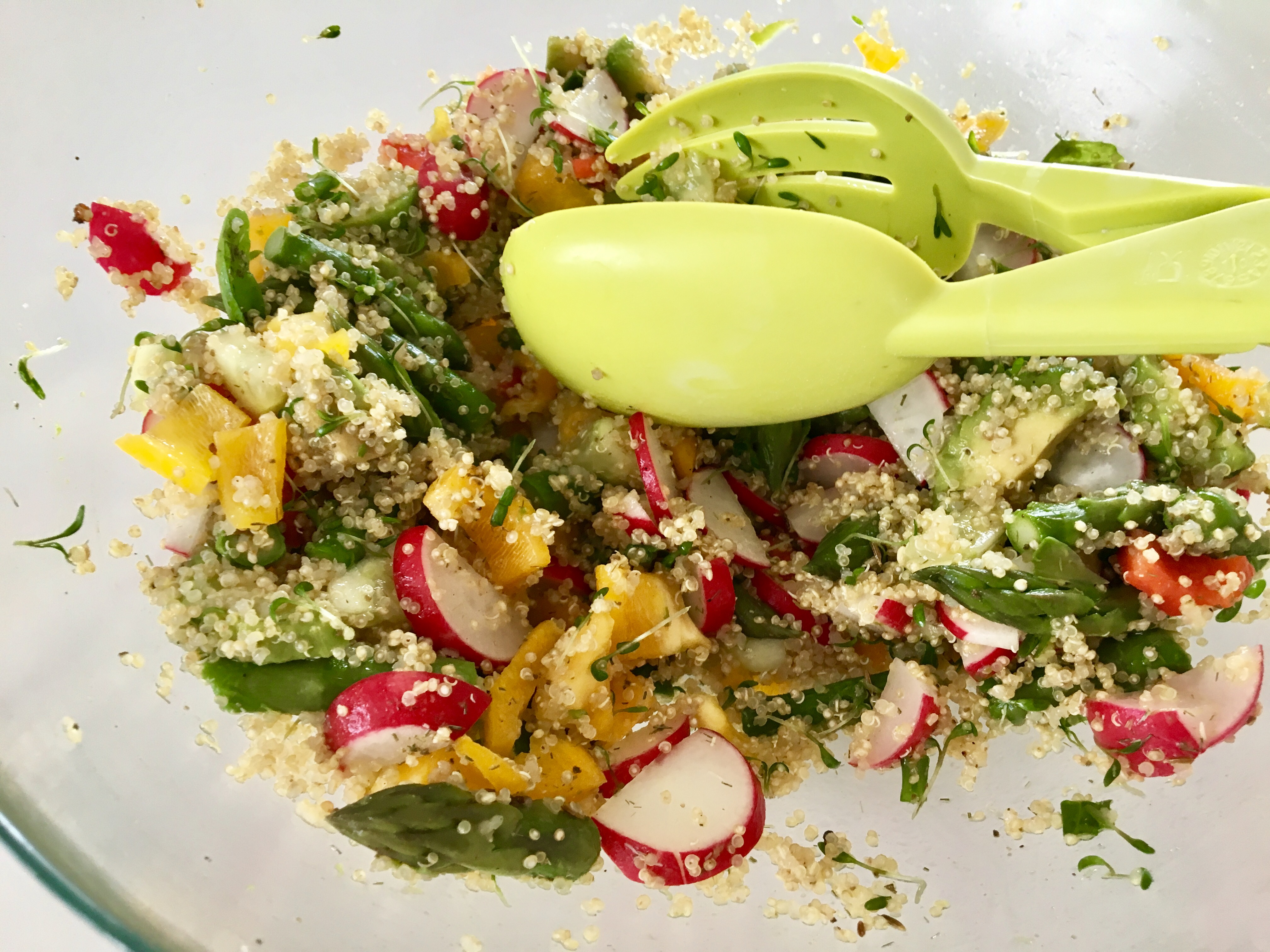 Sałatka wiosenna z quinoa a'la tabbouleh