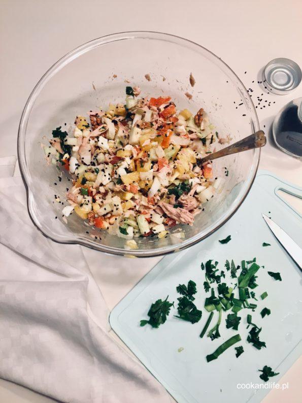 Sałatka z tuńczykiem i warzywami
