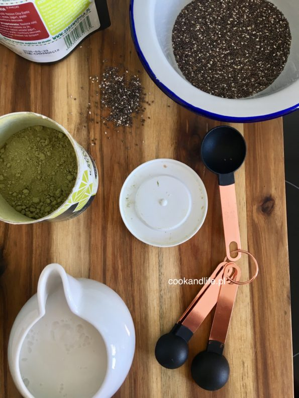 Pudding chia z herbatą matcha i ananasem