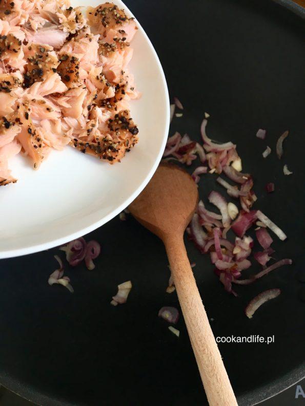 Ryż z wędzonym łososiem - danie w 15 minut