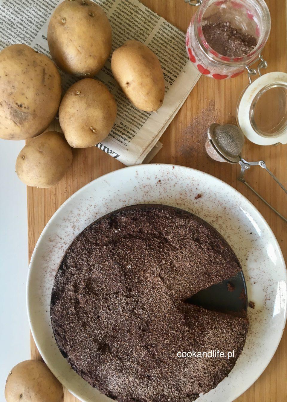 Placek migdałowy z ziemniakami