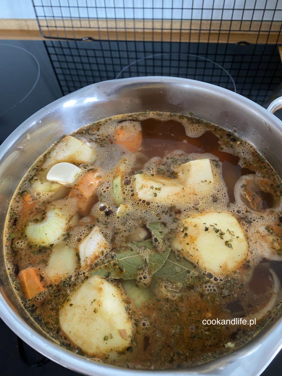 Zupa z grochu łuskanego