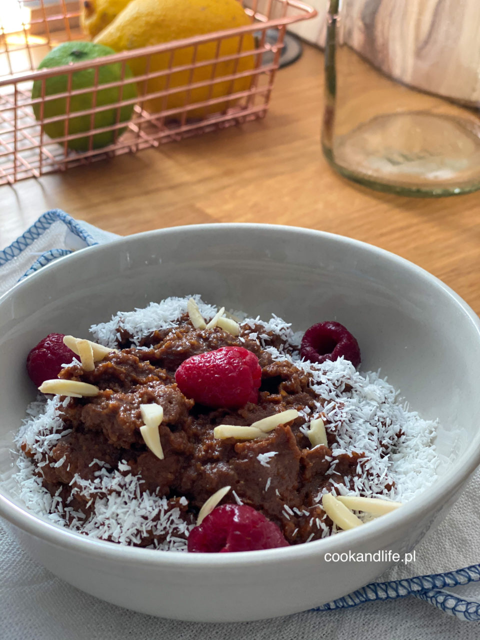 Jaglanka czekoladowa z suszonymi czereśniami