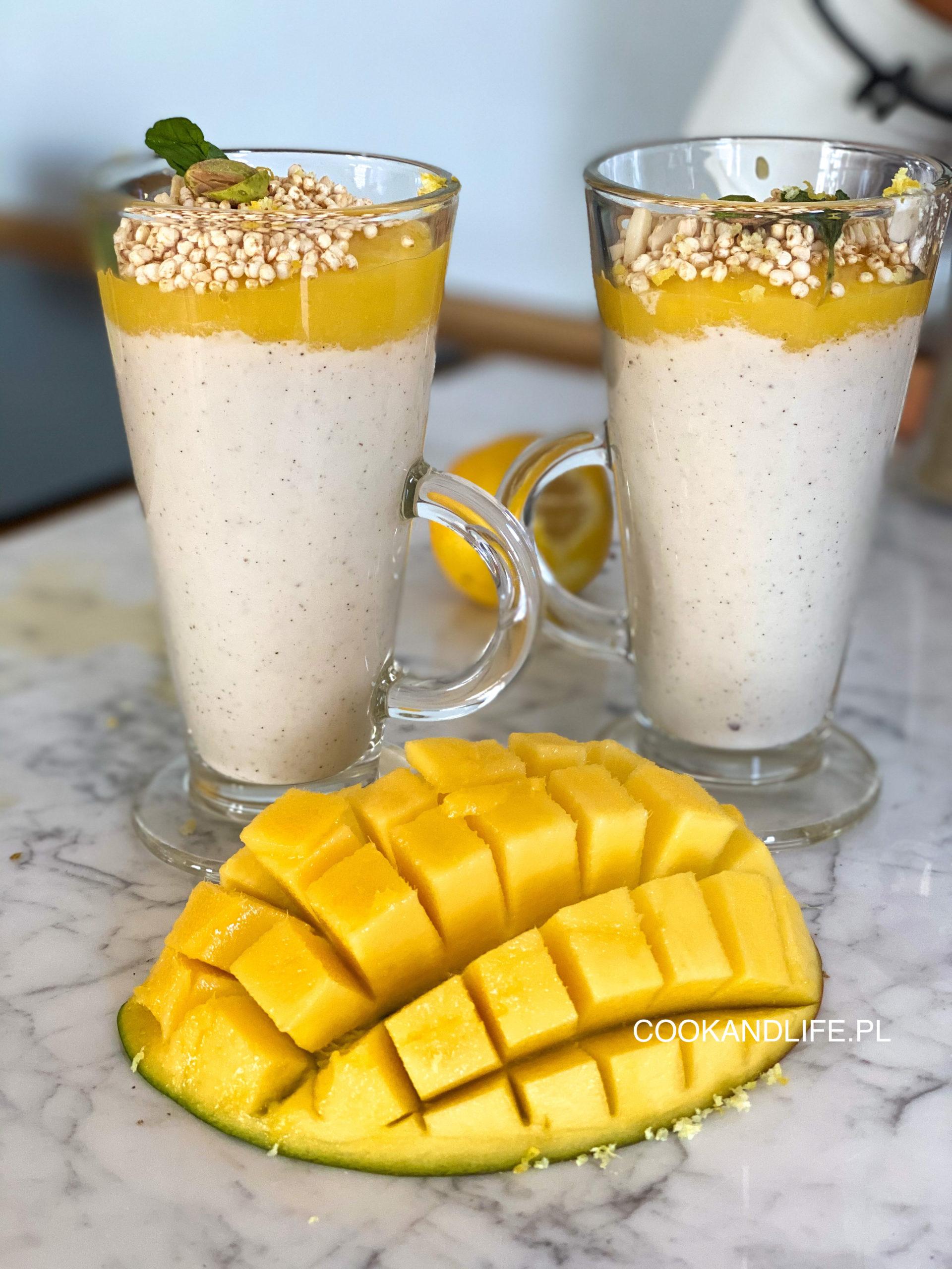 Wegański budyń z nerkowców z musem z mango