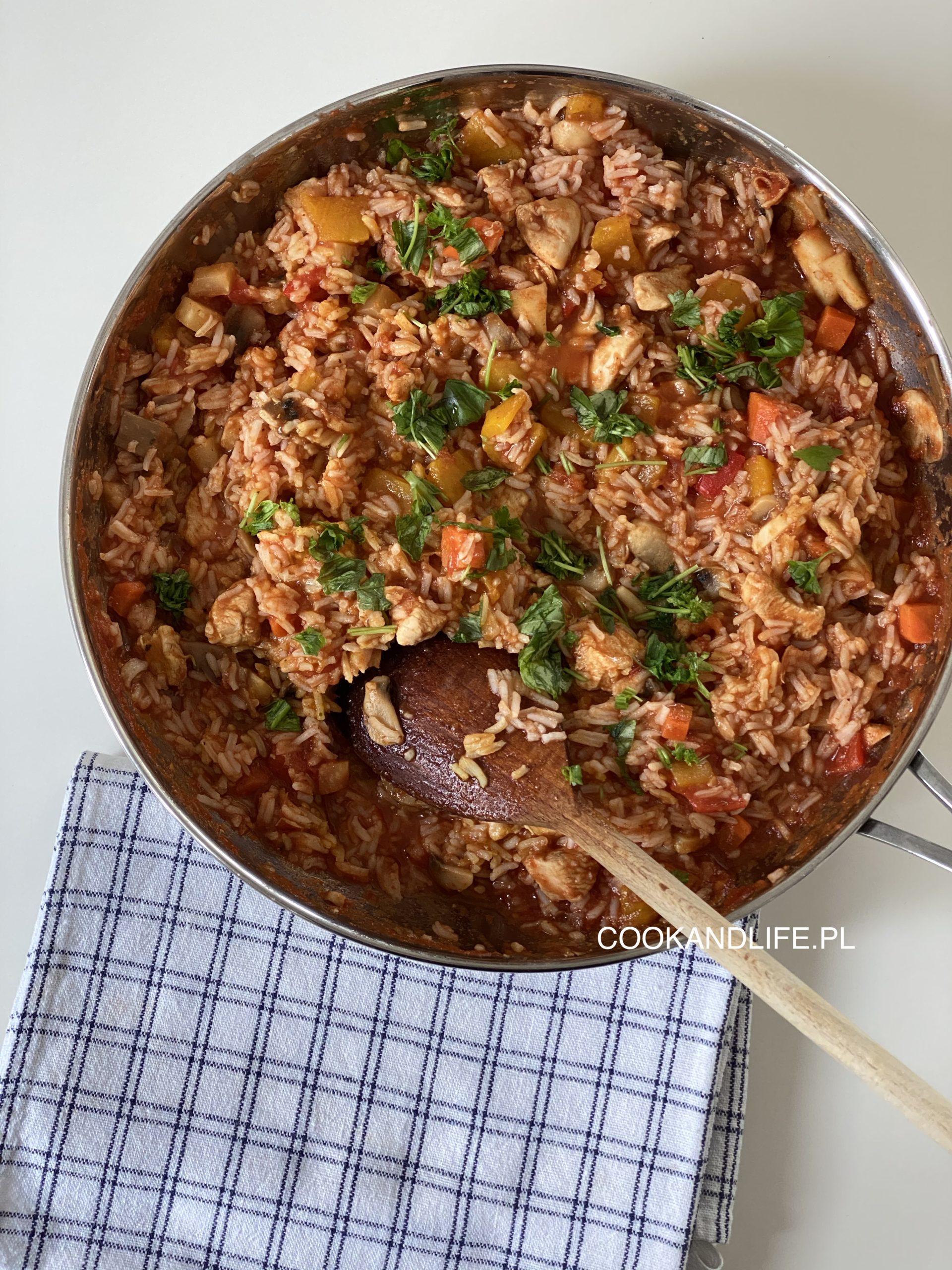 Risotto w sosie pomidorowym - przepis dla oszczędzających czas