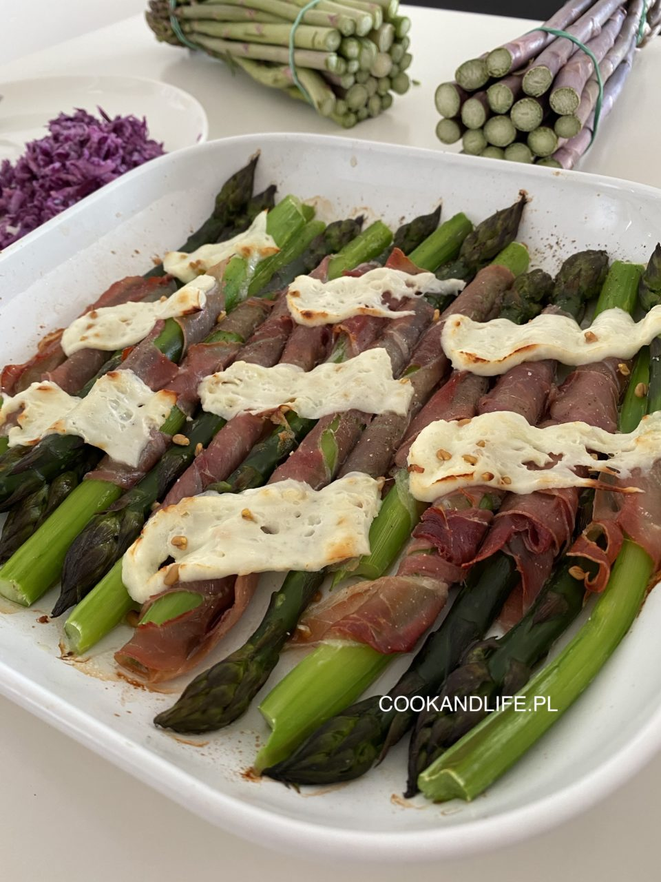 Szparagi zapiekane z szynką parmeńską