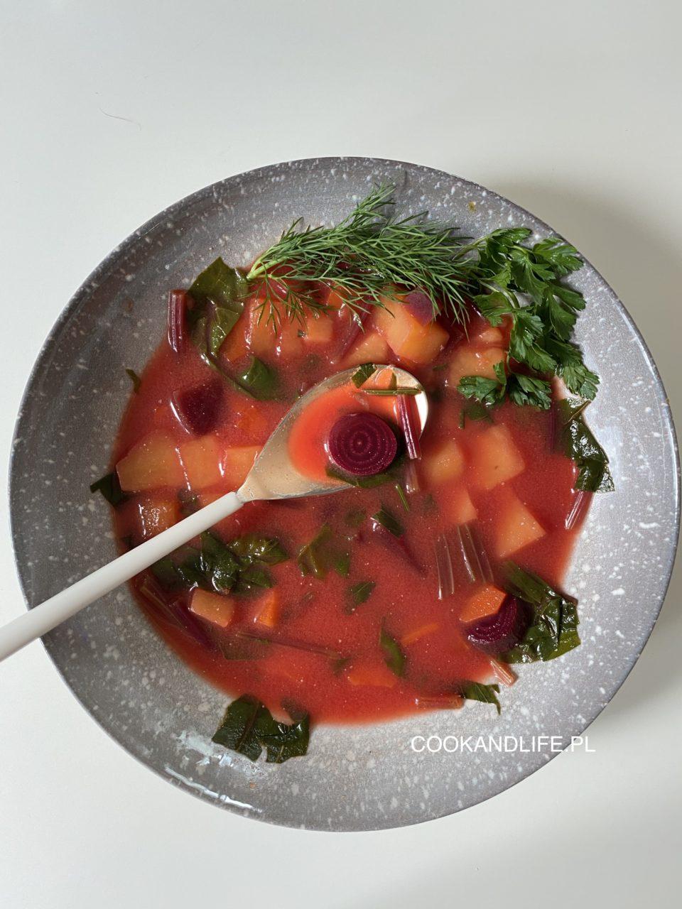 Botwinka - wiosenna zupa z młodych warzyw