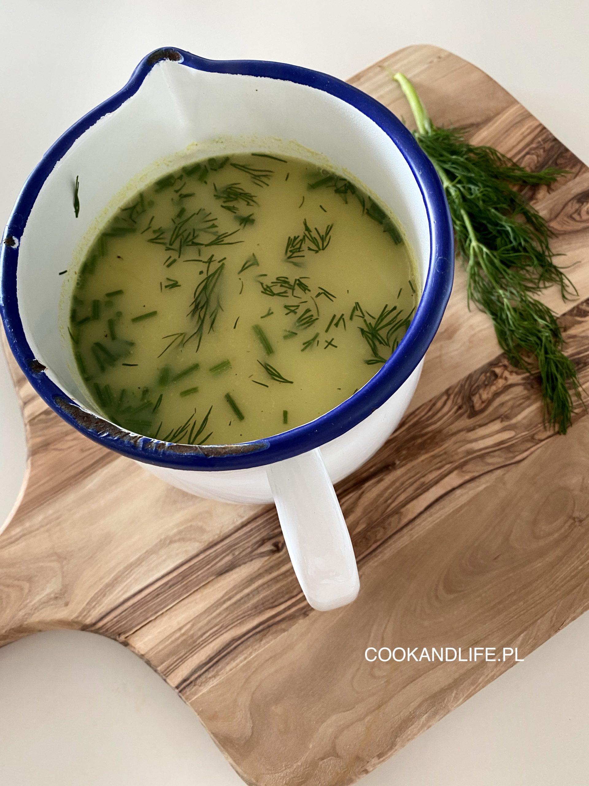 Zupa koperkowa z młodymi warzywami