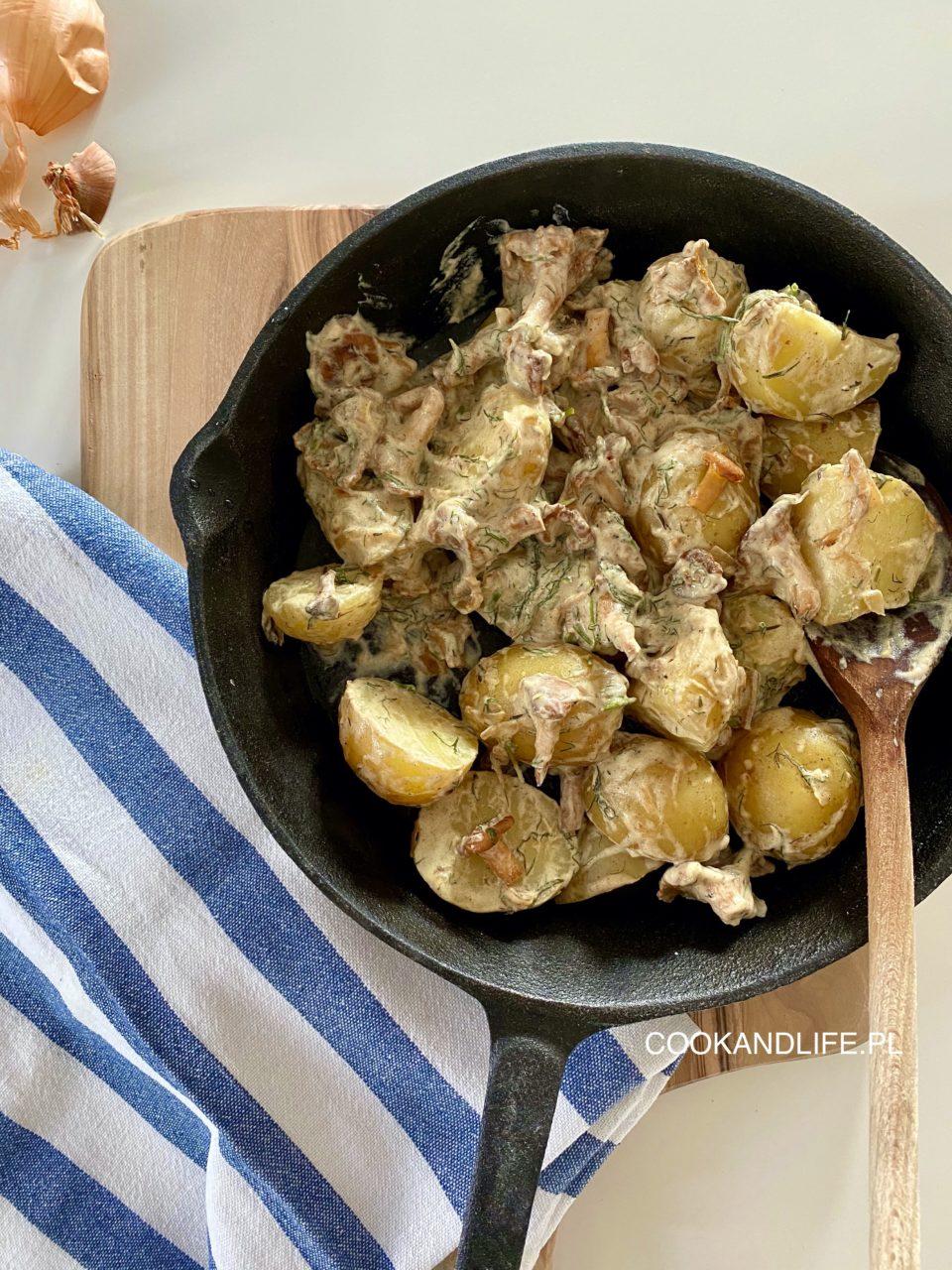 Ziemniaki z kurkami w delikatnym sosie,letni obiad