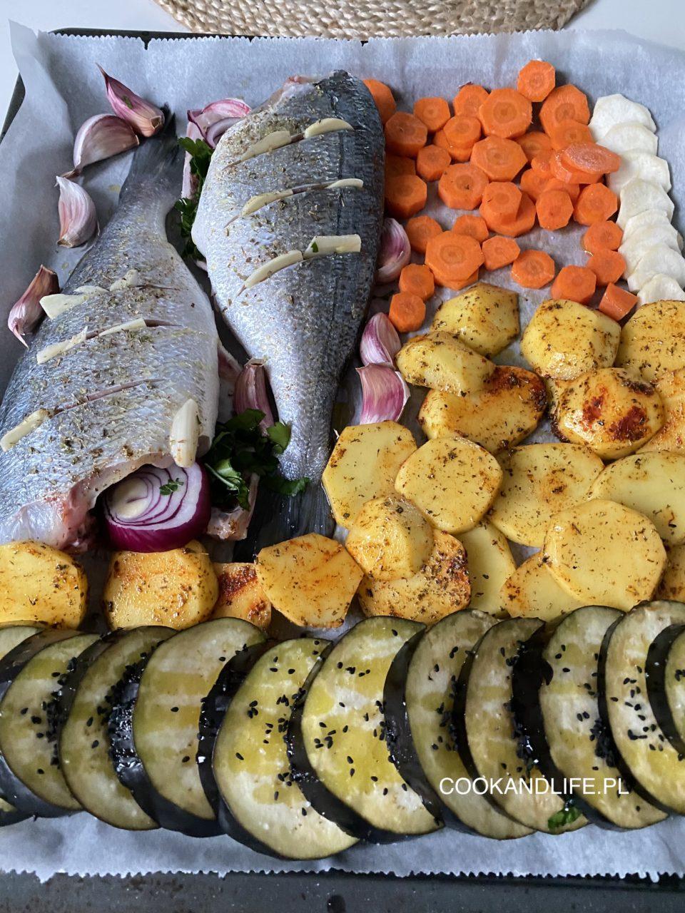 Dorada pieczona z warzywami, czyli sheet pan dinner