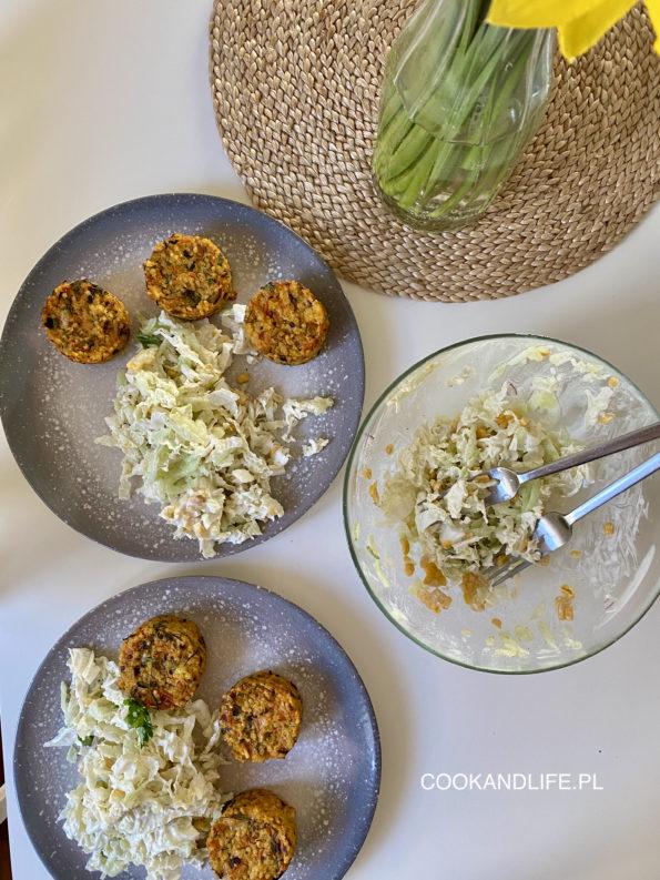 Kotleciki z kaszy jaglanej, warzyw i parmezanu