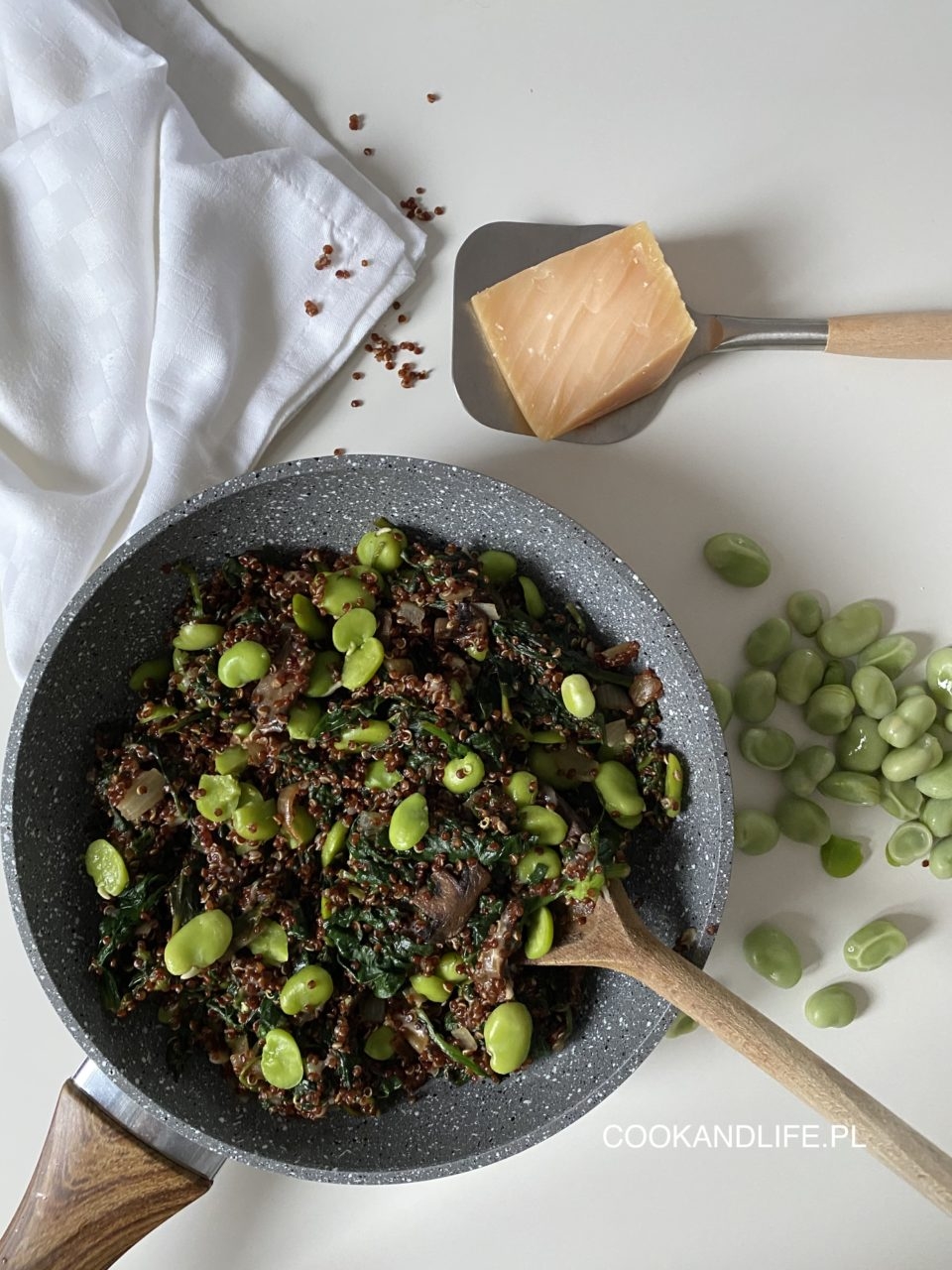 Quinotto, czyli risotto z komosy ryżowej, szpinaku i bobu