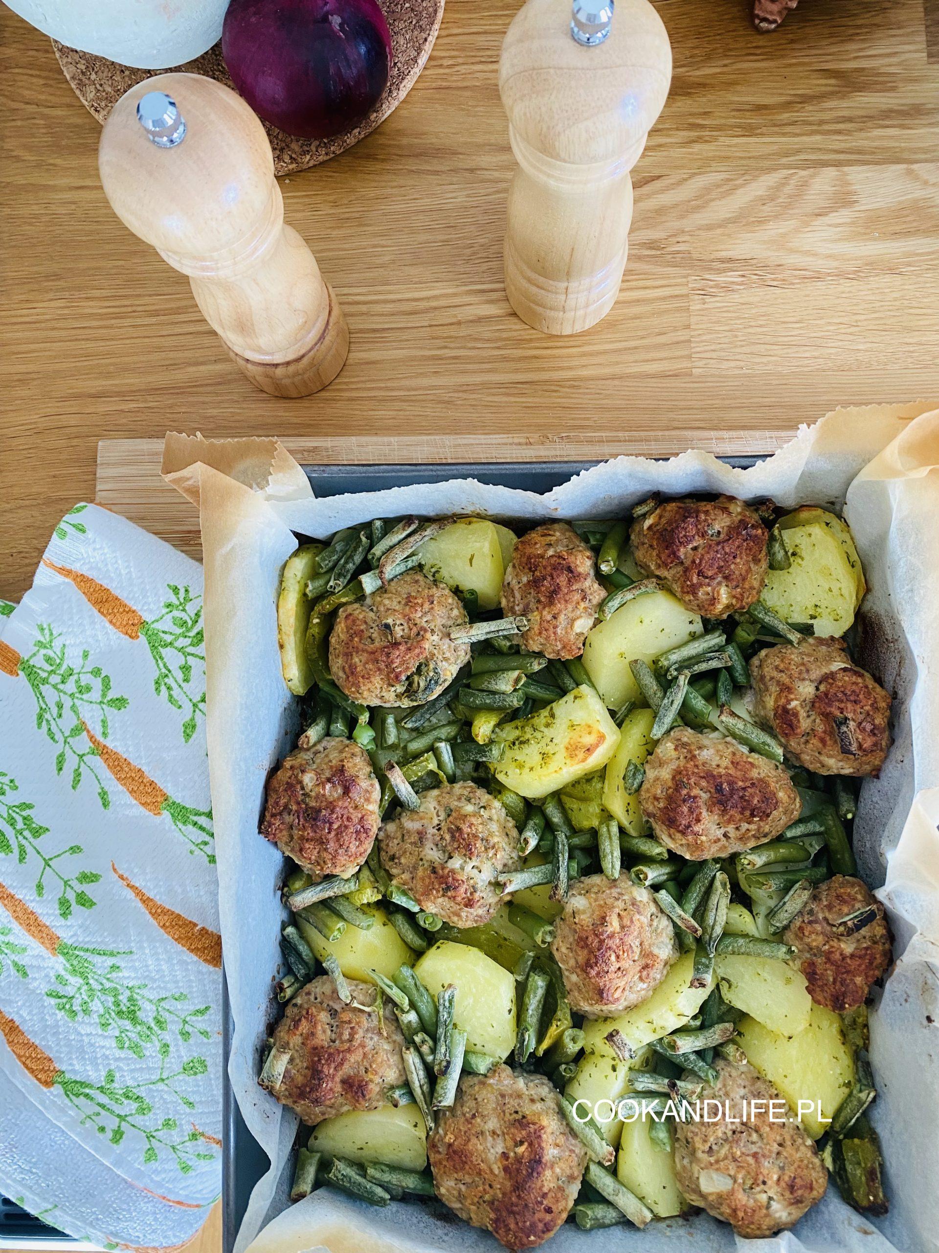 Pulpety pieczone z warzywami, czyli obiad jednogarnkowy